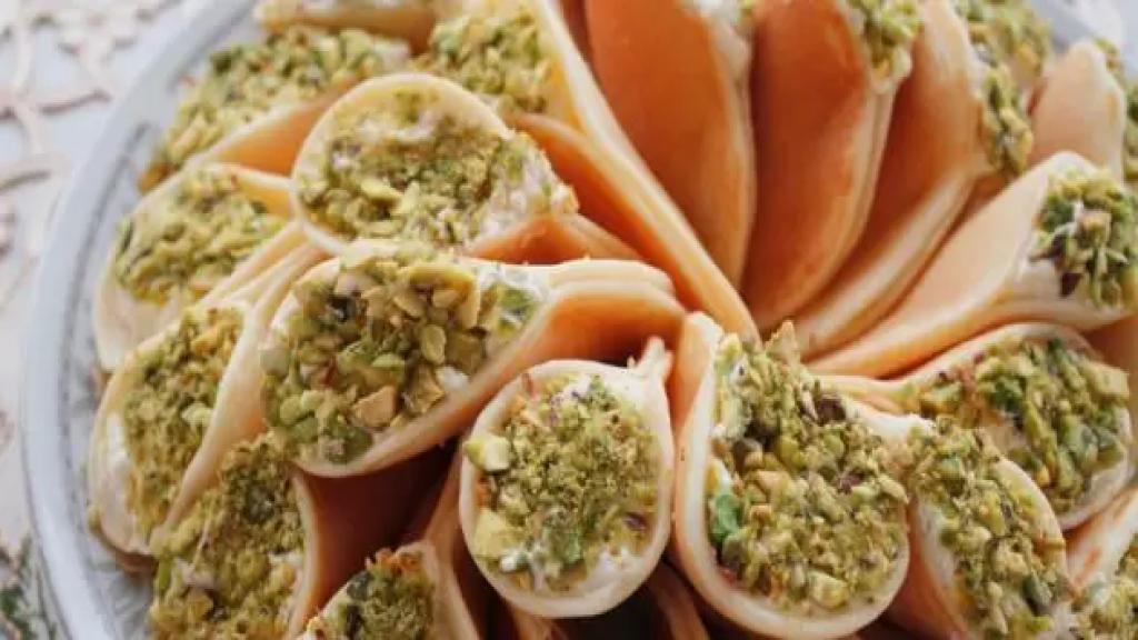 """الحلويات الرمضانية «شغل البيت» تتقدم على ما يباع في المحلات.. اللبنانيون يتجهون إلى الـ""""هوم مايد"""" لتقليل الكلفة"""