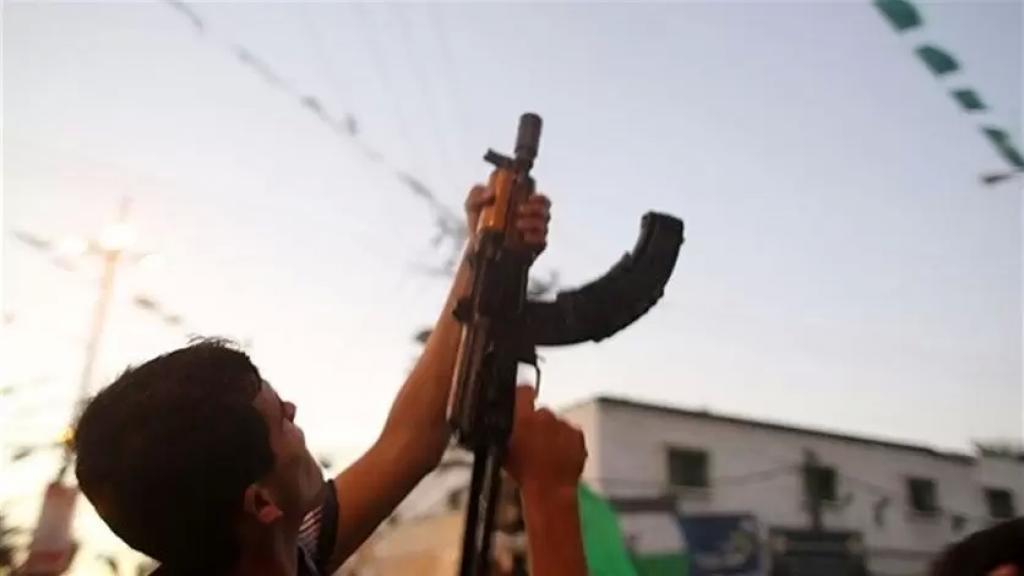 مسلحون أطلقوا قذيفة أثناء تشييع مواطن في بعلبك استقرت في مبنى مدرسي