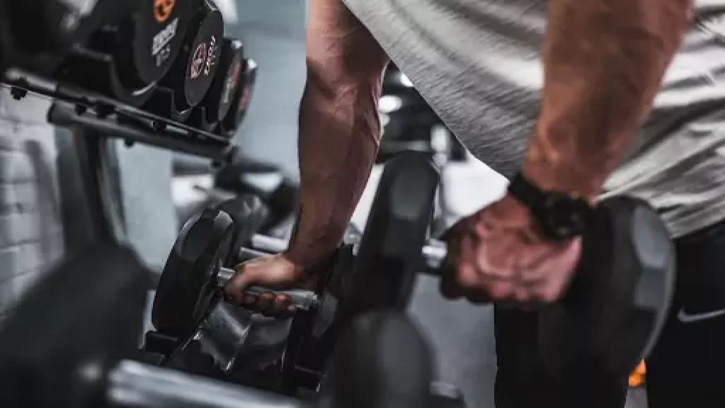 محبّو الرياضة وأصحاب العضلات المفتولة غابوا عن أمكنتهم المفضّلة ضربتان لهذا القطاع في الصّميم
