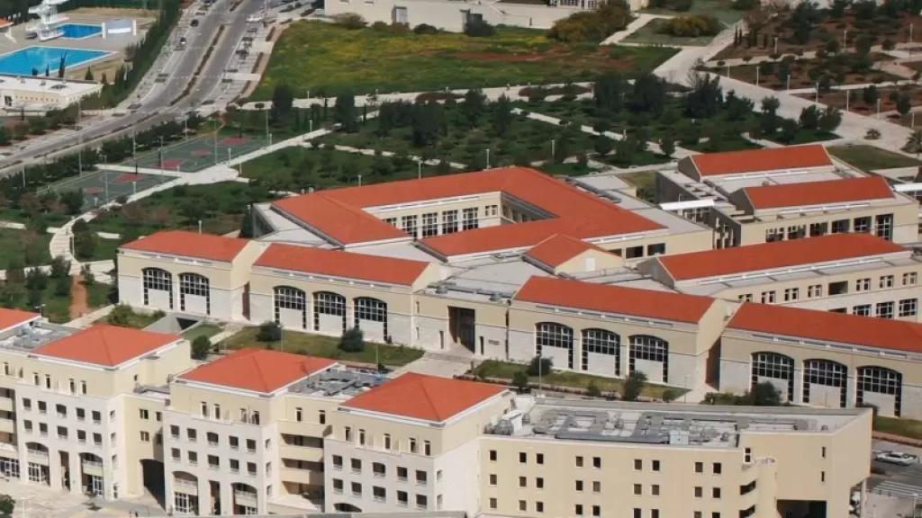 إلى الأساتذة والموظّفين والطّلاب.. عملية التلقيح في الجامعة اللبنانية تبدأ غدًا