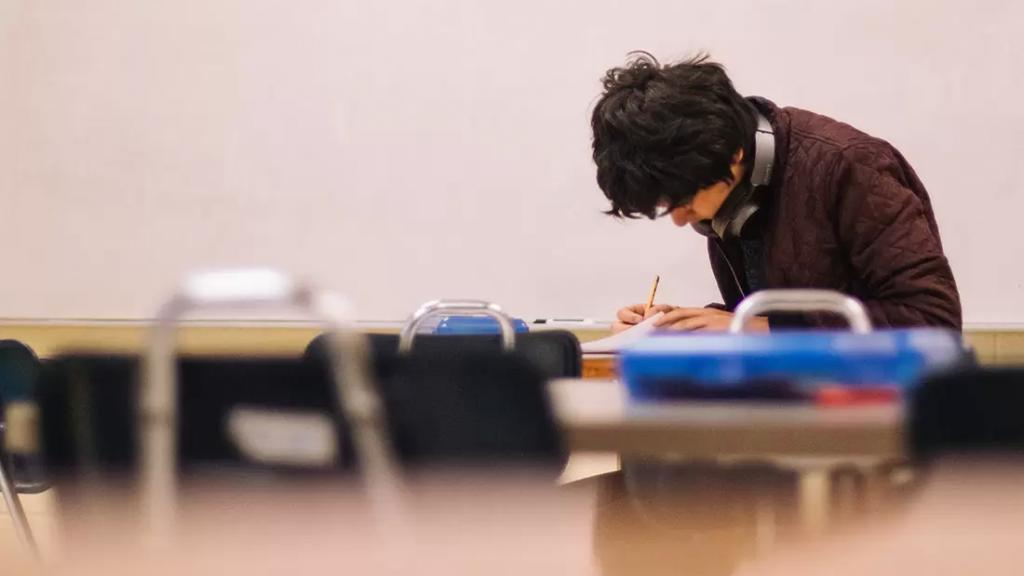 إلى الطلاب.. إليكم مواعيد قبول طلبات الترشيح للإمتحانات الرسمية وهذا ما عليكم فعله لتقديم الطلب الحر