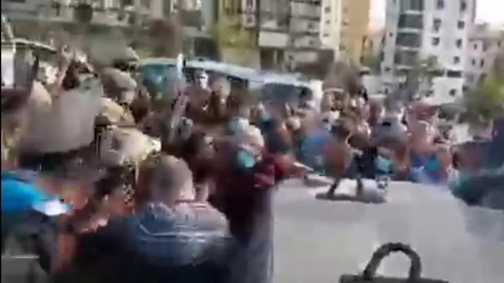 فيديو متداول...اشكال حصل امام شركة مكتف بين المتظاهرين والقوى الامنية
