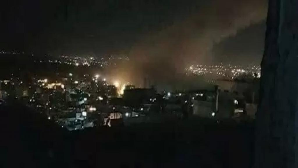 """""""تم إسقاط معظمها"""".. جرح أربعة جنود سوريين بسبب الصواريخ الإسرائيلية على الضمير في ريف دمشق"""