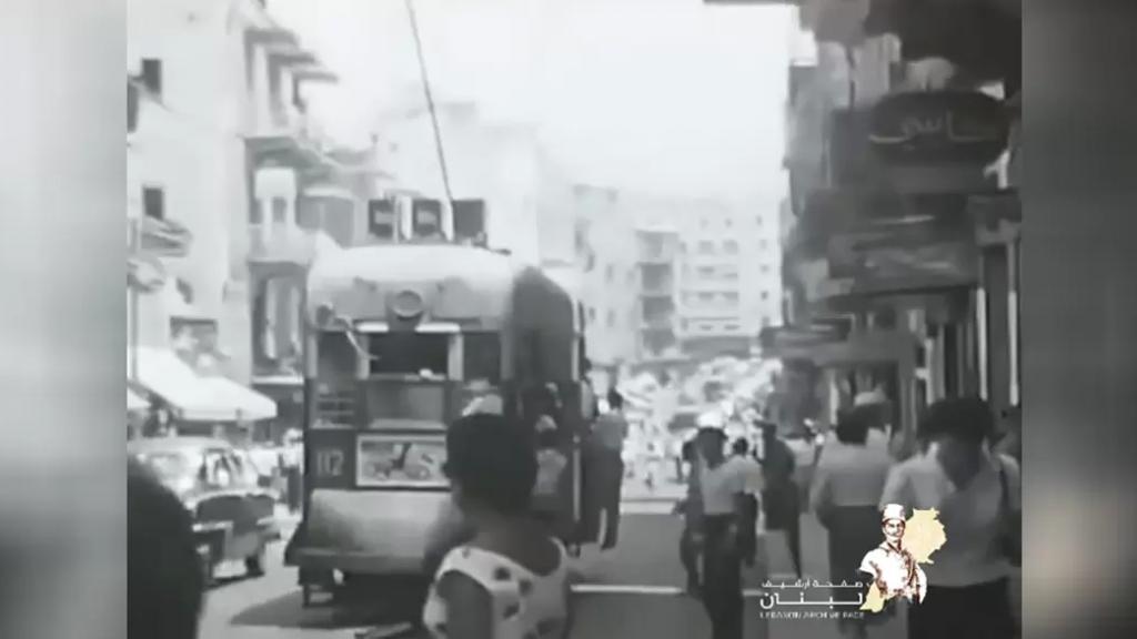 تعج بالناس والحياة.. فيديو نادر لمنطقة باب إدريس في بيروت أواخر الخمسينات