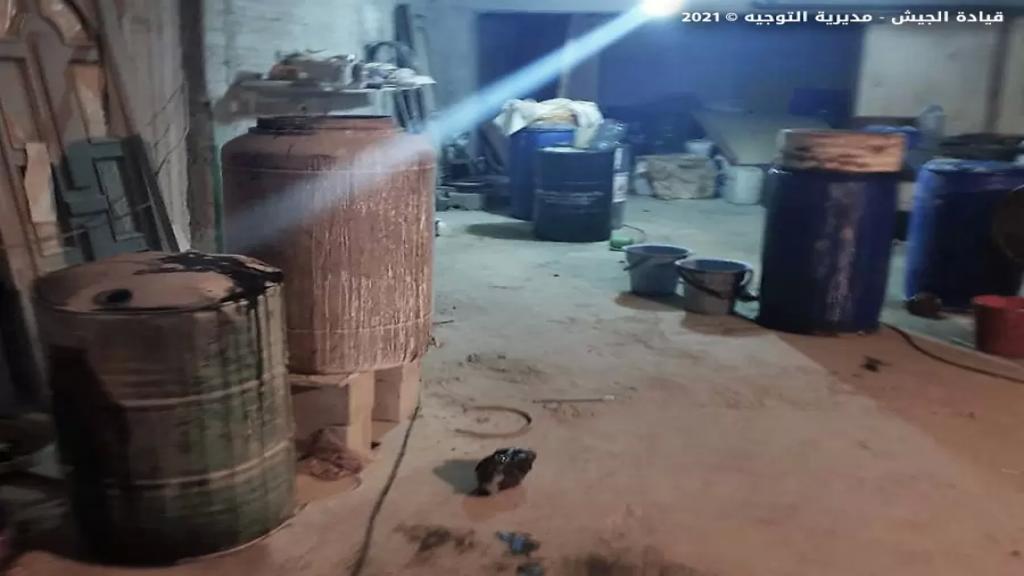 بالصور/ الجيش يضبط معملًا بداخله معدات وآلات لتصنيع المخدرات في حي الشراونة