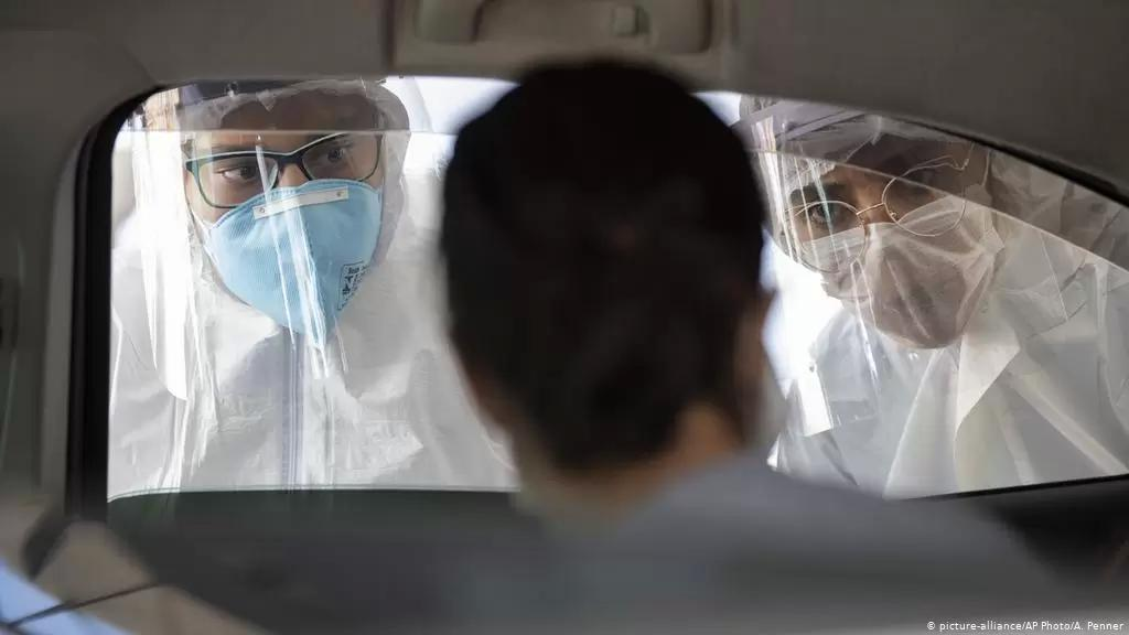 """إسباني يفعلها عمداً ويصيب 22 شخصاً بكورونا: كان يسعل على زملائه في العمل وأخبرهم """"سأعطيكم جميعاً فيروس كورونا"""""""