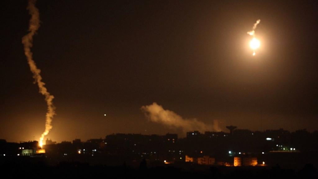 جيش الاحتلال الاسرائيلي يطلق قنابل مضيئة على الحدود اللبنانية الفلسطينية مقابل رميش