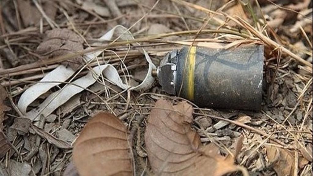 ابن الـ 25 عاماً أصيب بجروح في رجله ووجهه جرّاء انفجار قنبلة عنقودية به في بلدة زوطر الشرقية