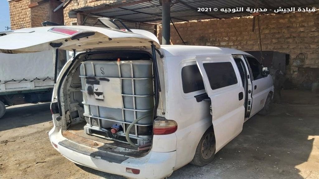 بالصور/ وحدات الجيش تضبط 4 آليات نوع بيك آب وآلية نوع فان محملة بحوالي 11 ألف ليتر من مادة البنزين و6000 ليتر من مادة المازوت المُعدة للتهريب الى الأراضي السورية