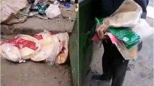 """فيديو متداول...مسن عثر على ربطات خبز مرمية داخل مكب للنفايات في الميناء طرابلس...""""الله يشهين النعمة، ما حرام يكبوا بالزبالة نعمة الله؟"""""""