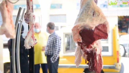 بالفيديو/ اللحم المدعوم في بنت جبيل.. هكذا كابد مشقة وصوله الى القصابين في بنت جبيل.. الاقبال كثيف على اللحوم والسوق بات بحاجة الى اكثر!