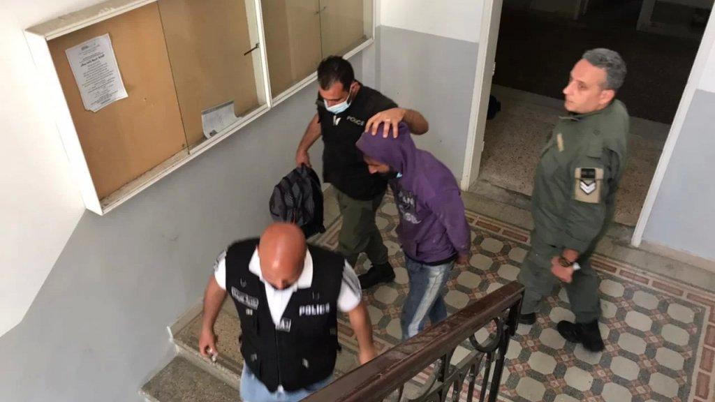 """ملقب بـ """"السيسي""""...حرس بيروت أوقف أحد أفراد شبكة متخصصة بسرقة وبيع أغطية """"الريغارات"""""""