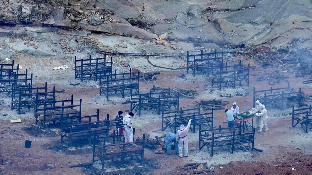 مشهد مرعب في الهند.. 300 ألف إصابة بكورونا لليوم الثاني عشر