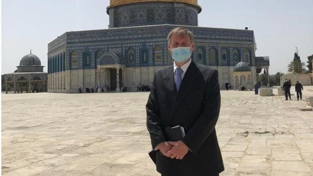"""قنصل بريطانيا في القدس المحتلة يزور حي الشيخ جراح ويرفض إجراءات الإحتلال.. """"غير عادلة ومجحفة"""""""