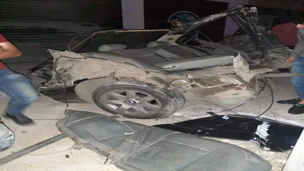 بالصور/ حادث سير مروع على طريق البازورية... سيارة إنشطرت لنصفين!