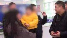 صيني يبيع طفله ليحقق حلمه في السفر مع زوجته الجديدة..سلمه مقابل 24 ألف دولار ليقضي عطلته!