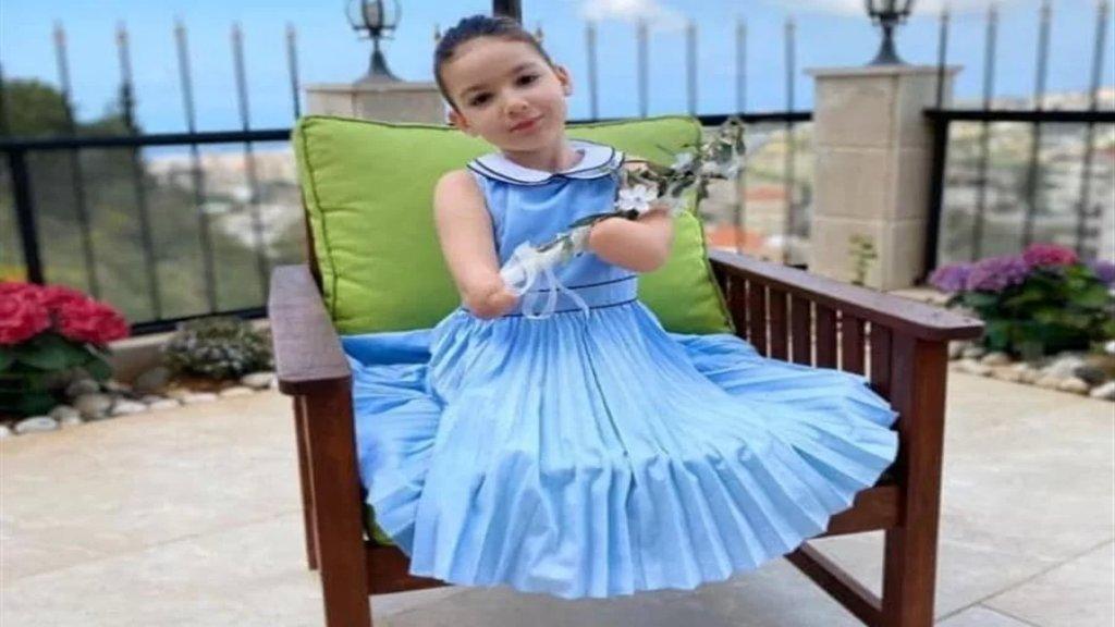 القاضي طارق البيطار ينصف الطفلة إيلا طنّوس... حكم بتعويض بقيمة ٩ مليارات ليرة اضافة الى راتب شهري ٤ أضعاف الحد الأدنى للأجور، ولكل من الوالدين مبلغ ٥٠٠ مليون ليرة.