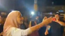 بالفيديو/ «محمود حبيبي هوينة... تخافش» هكذا ودعت شابة مقدسية شقيقها الذي اعتقلته قوات الاحتلال في حي الشيخ جراح
