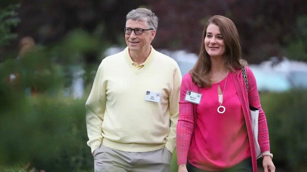 """قد يكون طلاقه من زوجته """"الطلاق الأغلى"""" في العالم..الملياردير بيل غيتس يجني 4630 دولارا في الثانية ويحتاج 400 عام لإنفاق ثروته لو صرف مليون دولار يوميا!"""