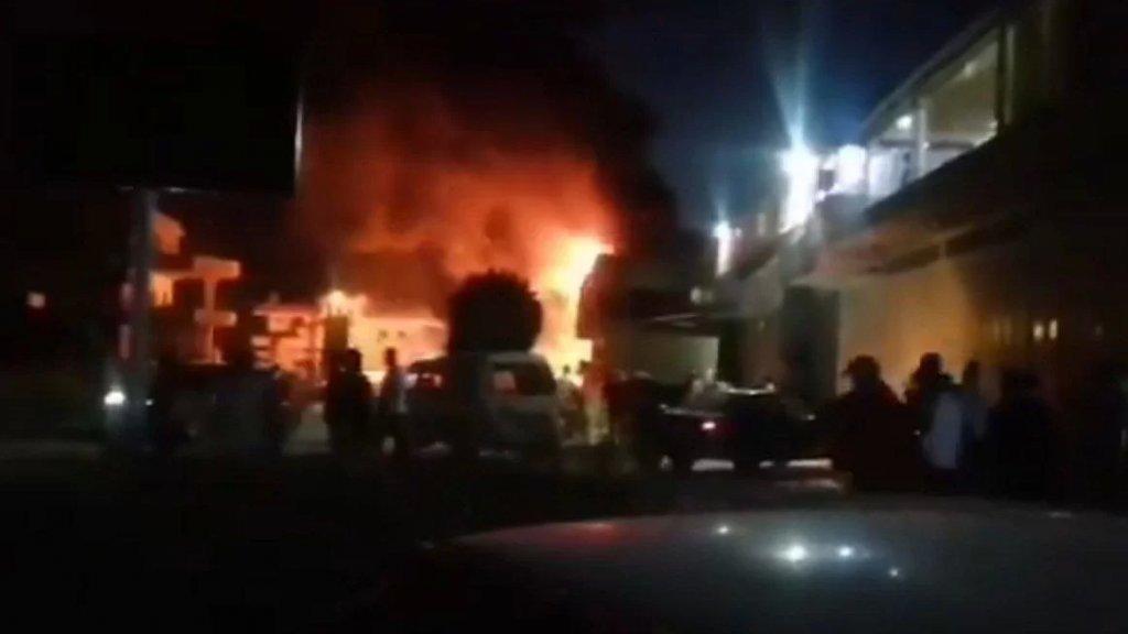 بالفيديو/ احتراق صهريج محروقات في منطقة وادي خالد الحدودية