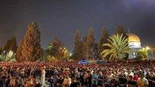 بالصور/ أكثر من 90 ألف مصل يحيون ليلة القدر في المسجد الأقصى رغم القيود المشددة التي فرضها الاحتلال