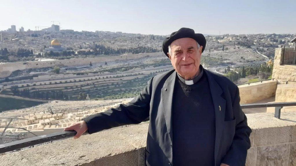 الأب مانويل مسلم يدعو المسيحيين للدفاع عن المسجد الأقصى.. من باب الأقصى نادى المنادي