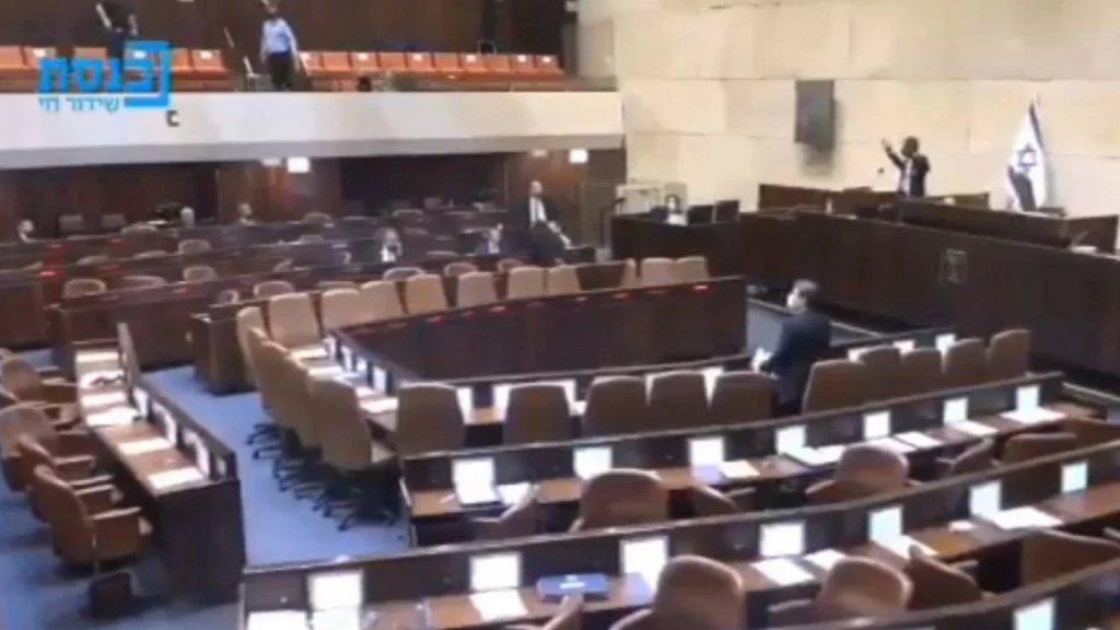 لحظة إخلاء جلسة الكنيست هلعا بعد انطلاق صفارات الإنذار في القدس