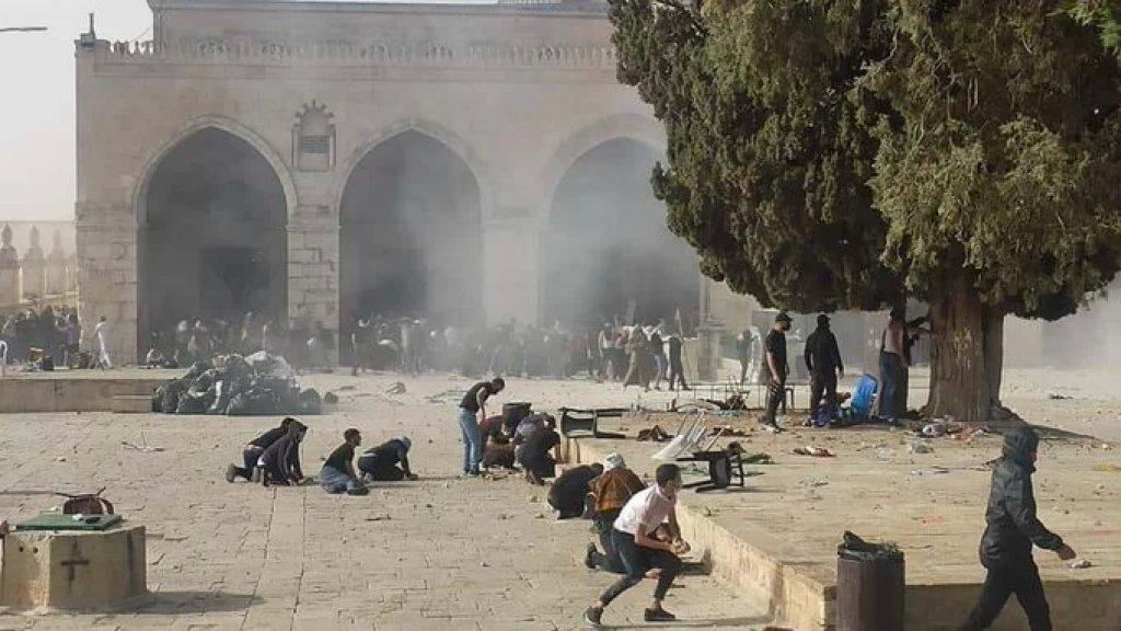 مواجهات عنيفة في المسجد الأقصى المبارك بين الشبان المقدسيين وقوات الإحتلال