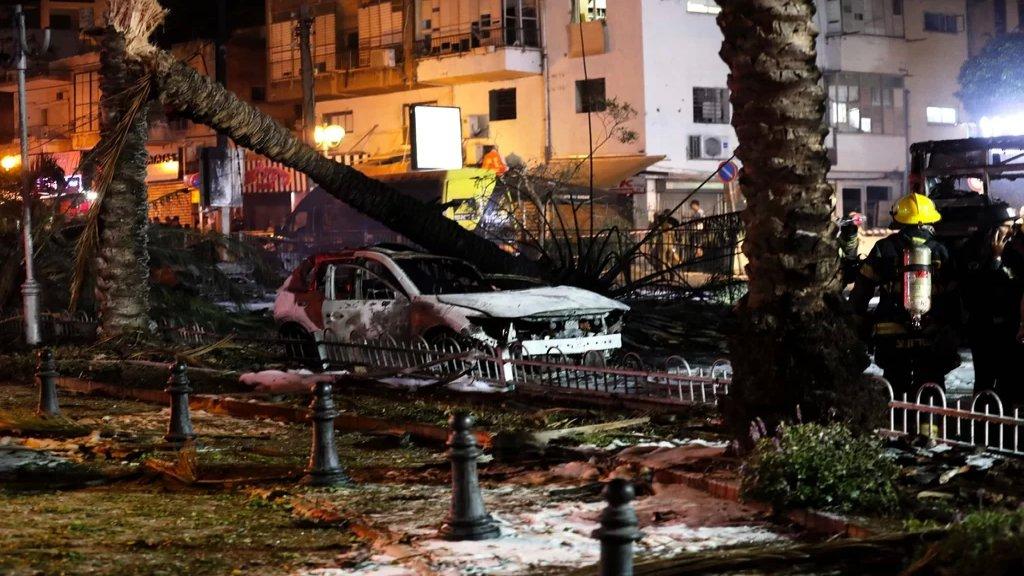 مشاهد للاضرار بعد سقوط الصواريخ  في تل ابيب