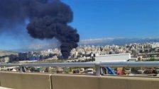اندلاع حريق في سوق الأحد في التبانة - طرابلس في بقعة كبيرة مليئة بالنفايات البلاستيكية والأخشاب وسحب الدخان تغطي سماء المنطقة