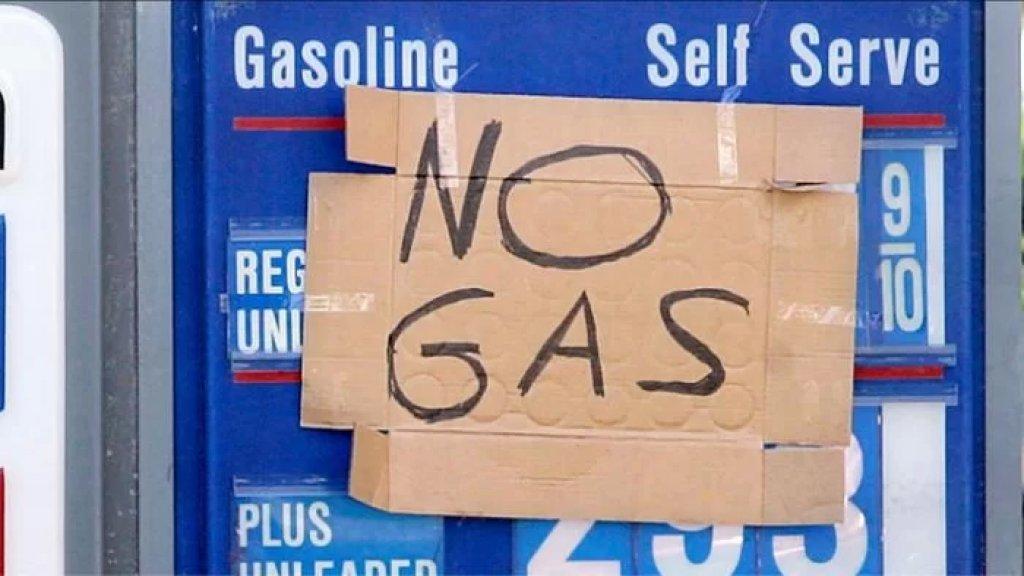 """أزمة وقود في أمريكا مع نفاد الإمدادات في محطات بيع البنزين.. وتحذير من ظاهرة """"أكياس البنزين"""""""