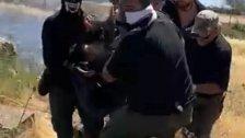 بالفيديو/ أثناء نقل احد الجرحى الذي اصيب بالرصاص المطاطي عند الحدود اللبنانية الفلسطينية