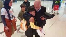 بالفيديو/ الطفل محمد العوطة ودع العائلة التي تبنت مشوار علاجه في أستراليا وبات في طريقه إلى عائلته في لبنان