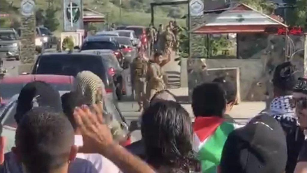 الوكالة الوطنية: فلسطينيون حاولوا عبور حاجز الجيش عند الخردلي والجيش يعمل على قطع الطريق عليهم بالشريط الشائك