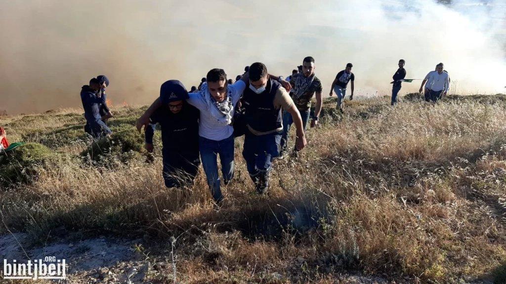 بالصور/ اندلاع حريق كبير في مارون الراس اثناء تواجد المتظاهرين على الحدود واصابة البعض بحالات اختناق