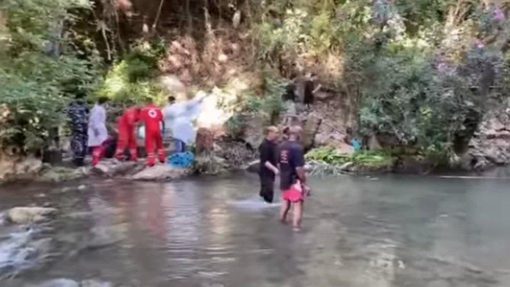 بالفيديو/ مأساة في الشوف...انتشال جثة طفلة من نهر سرجبال واعمال البحث جارية عن طفل آخر فقد معها!