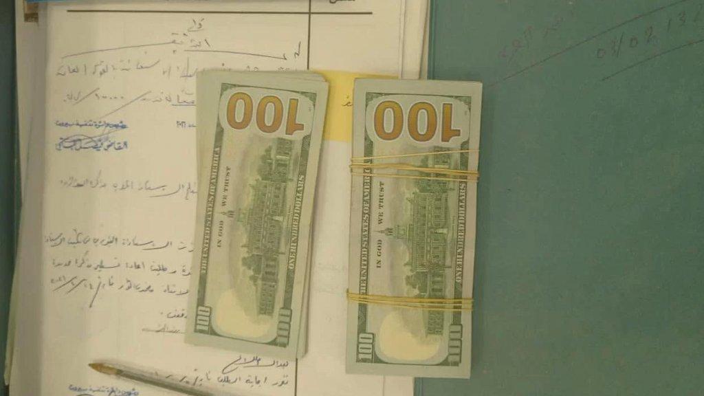 تنفيذ حكم قضائي يقضي بتسليم أحد المودعين اللبنانيين وديعته بالدولار الأميركي