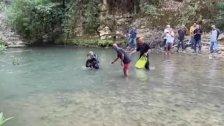 بعد نهر ابراهيم، كارثة في نهر الدامور حيث انتشل عناصر من وحدة الانقاذ البحري في الدفاع المدني جثتين تعودان لطفلين سوريين!