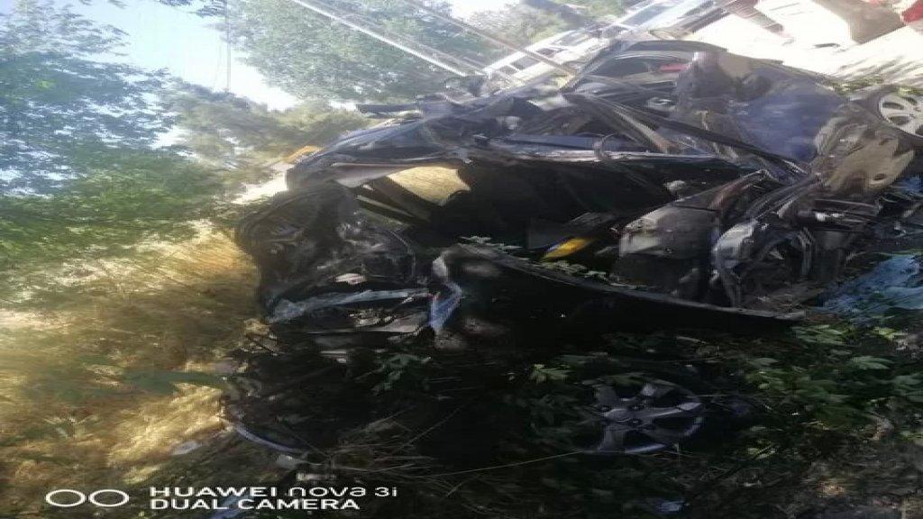 بالصور والفيديو/ حادث سير مروع على طريق أبلح رياق.. السيارة تحولت لحطام