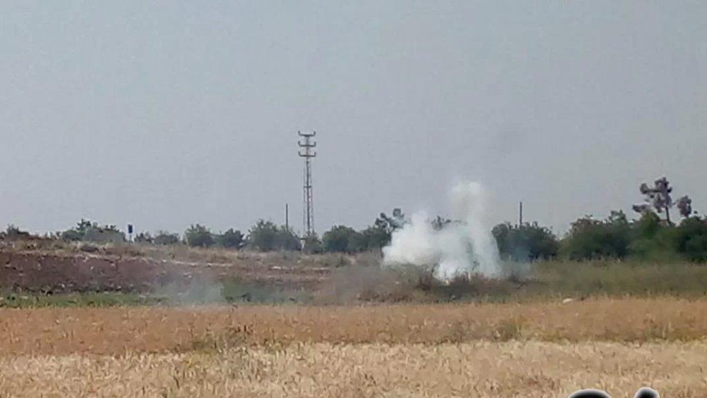 جيش الإحتلال الإسرائيلي يطلق قنابل دخانية على المزارعين أثناء عملهم في بلدة كفركلا