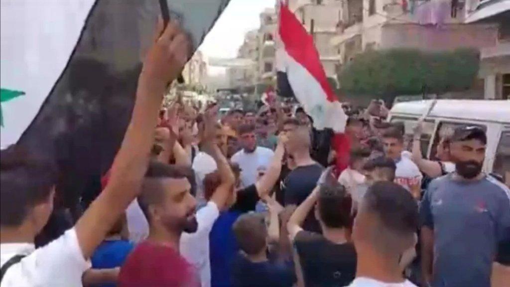 مسيرة غاضبة لأهالي الجرحى السورييين في جبل محسن (الوكالة الوطنية)