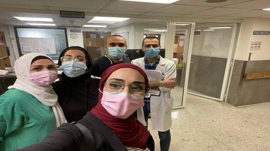 """بالصورة/ مستشفى بهمن يحتفل بخلوّه من مرضى كورونا... """"الحمدلله"""""""