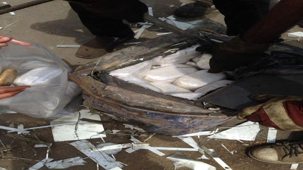 مكتب مكافحة المخدرات في الجنوب ضبط 32 برميل بداخلها كميات من حشيشة الكيف على متن شاحنتي خردة قرب مستديرة مرجان بصيدا