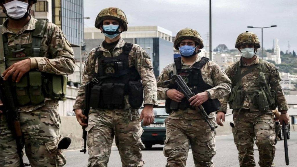 الجيش: ضبط سيارتين وآليتين نوع بيك أب محملة بـ4000 ليتر بنزين و870 ليتر مازوت، وشاحنة تنقل 10 أطنان من الطحين، مُعدة للتهريب إلى الأراضي السورية