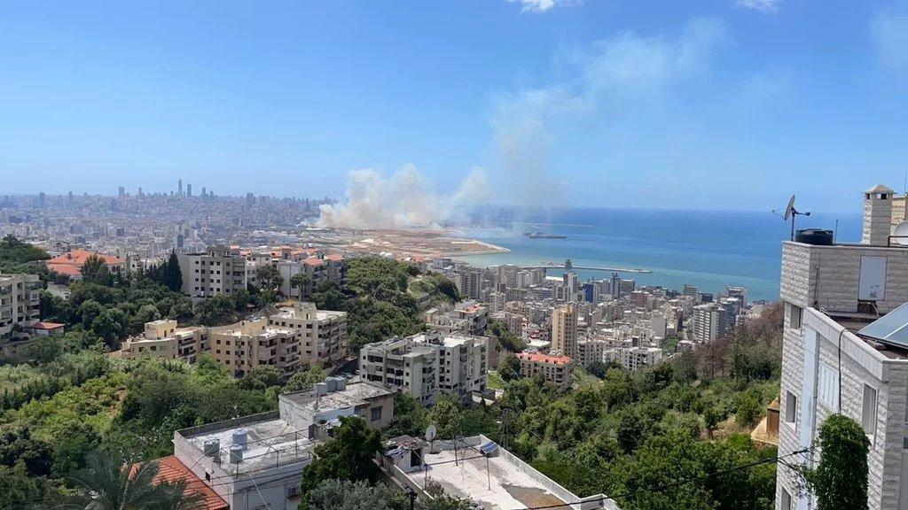 بالصورة/ دخان يتصاعد من محيط المرفأ!