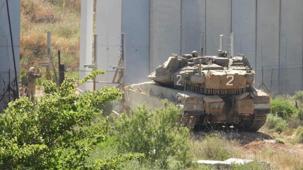 """الجيش: دورية """"إسرائيلية"""" قوامها دبابتي ميركافا وناقلة جند خرقت الأراضي اللبنانية المحتلة مقابل العديسة ووحداتنا اتخذت الإجراءات المناسبة وتتم متابعة الخرق مع قوات الأمم المتحدة"""