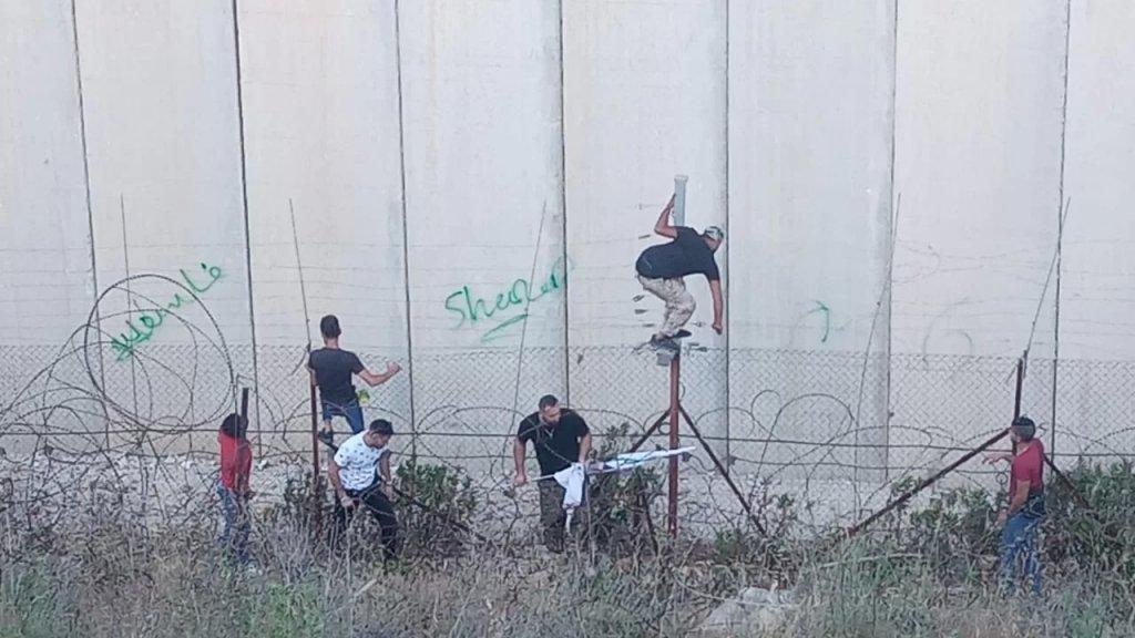 الاحتلال يطلق قنابل مسيلة للدموع على التجمعات في العديسة وتسجيل حالات اختناق