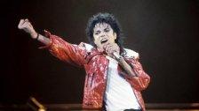"""""""فلسطين، لا تبكِ.. سأصلي من أجلك"""".. قصيدة كتبها مايكل جاكسون بخط يده قبل 28 عاماً!"""