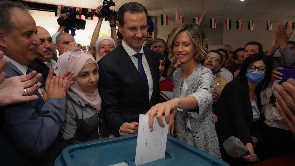 الأسد وعقيلته السيدة أسماء يدليان بصوتيهما في الإنتخابات الرئاسية في مدينة دوما بريف دمشق