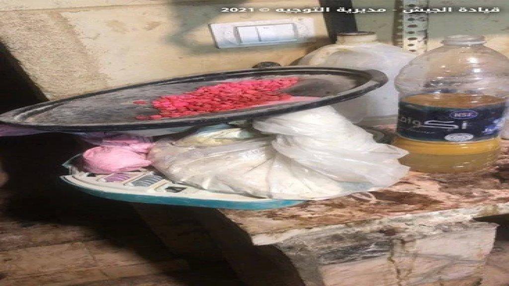 الجيش: مداهمة منازل مطلوبين في بريتال على خلفية اشكالات عائلية وإطلاق نار وإصابة طفلتين بجروح وضبط مواد اأوليّة لتصنيع المخدرات وأكياساً تحتوي مواد مجهولة وآلة لتصنيع الكبتاغون